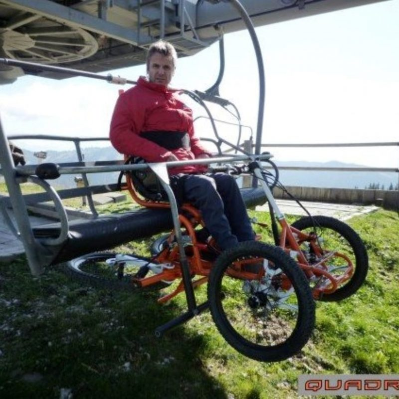 quadrix-hands-being-demonstrated-on-ski-slope-lift