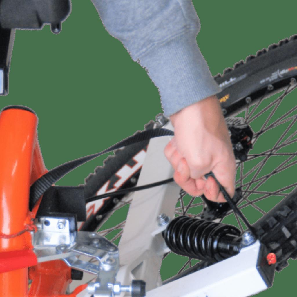 quadrix-hands-gravity-all-terrain-wheelchair-rear-wheels-folding-demonstration-image-800×561-731×513