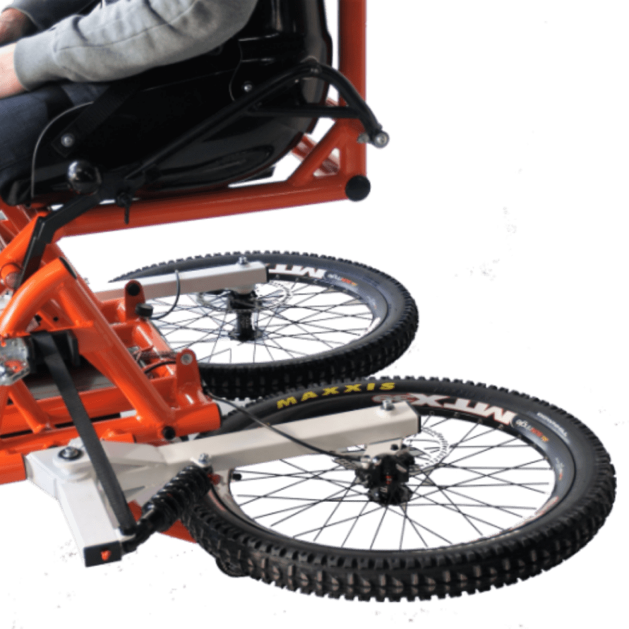 quadrix-hands-gravity-wheelchair-with-rear-wheels-folded-up-ready-for-the-ski-slope-lifts-800×570-731×521